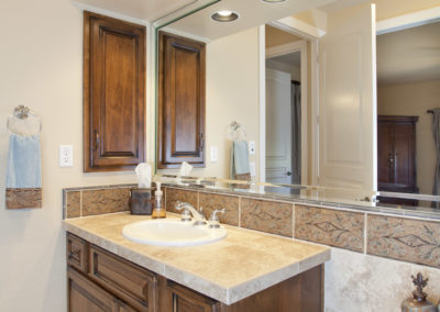 Pinnacle Peak | Guest Bathroom